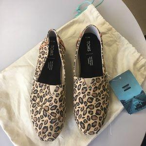 Toms leopard print canvas flats size 7.5